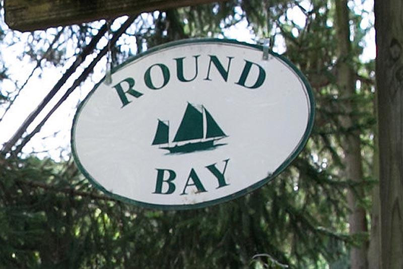 sign-round-bay